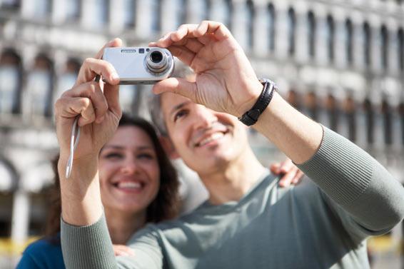 Coupletakingpictures_Italy